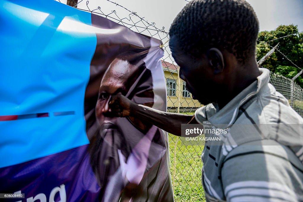 TOPSHOT-UGANDA-ICC-TRIAL-WARCRIMES-ONGWEN : News Photo