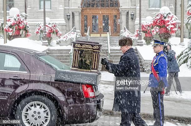 Man putting former mayor's urn into hearse