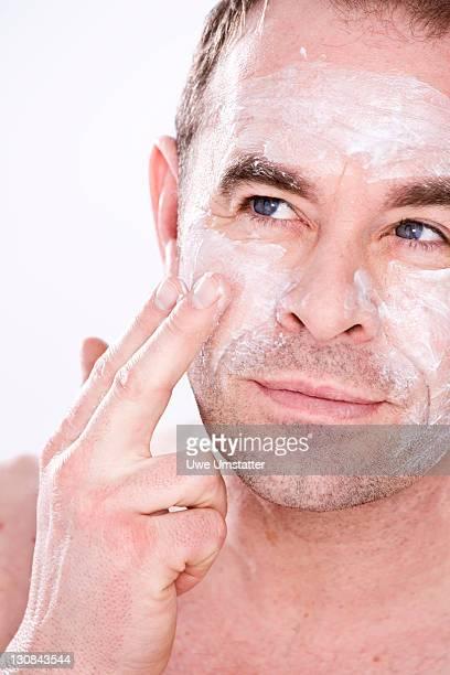 Man putting on lotion