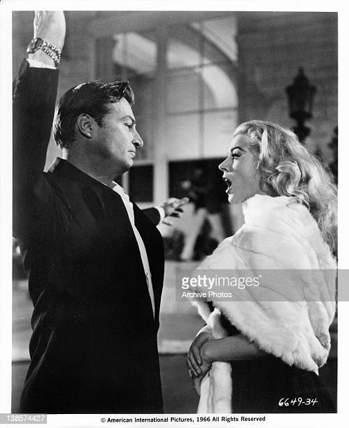 Man raises his hand to Anita Ekberg in a scene from the film 'La Dolce Vita' 1960