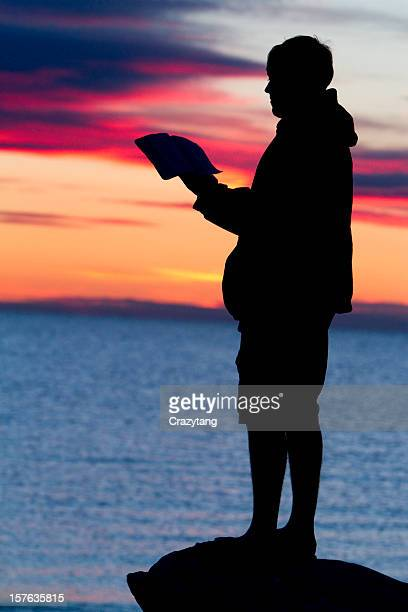 man reading bible - new testament stock pictures, royalty-free photos & images