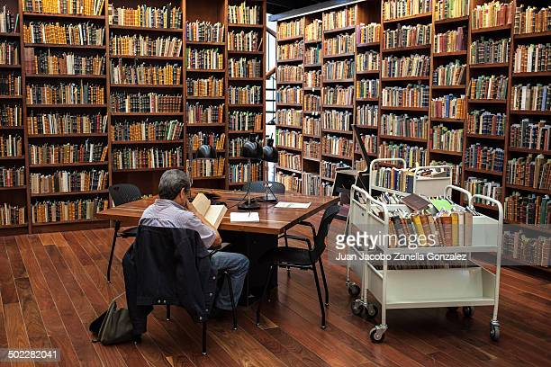 CONTENT] Man reading in a reading hall of Mexico City public library