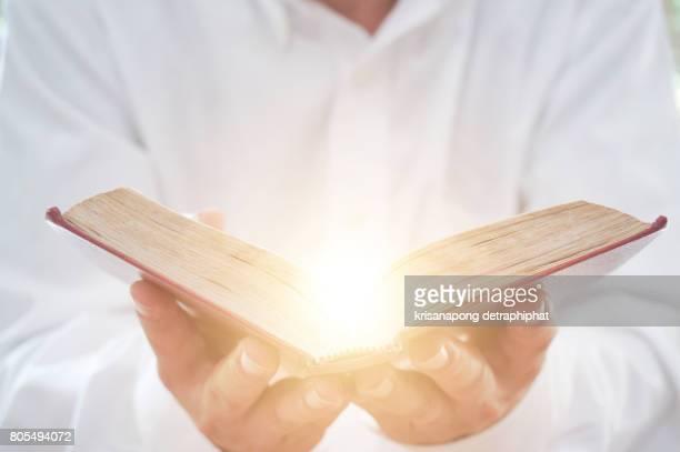 a man reading the holy bible. - religion stock-fotos und bilder