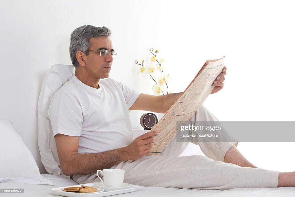 Man reading the newspaper : Stock Photo