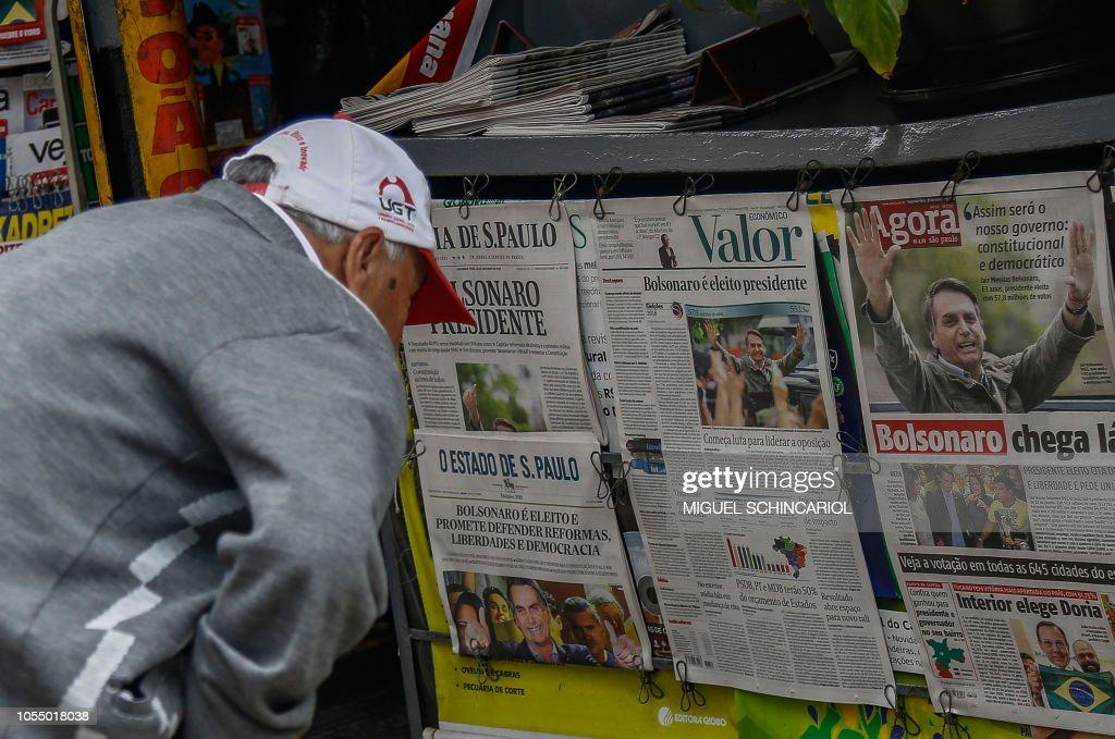 BRAZIL-ELECTION-BOLSONARO-NEWSPAPERS : News Photo