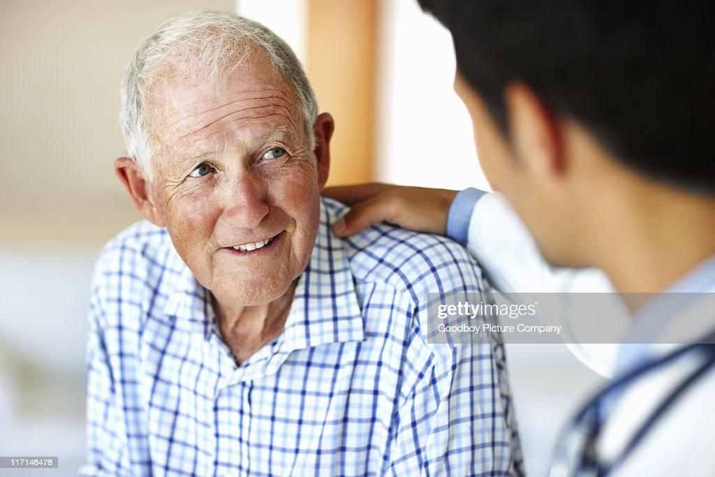 Man receiving advice from doctor : Bildbanksbilder