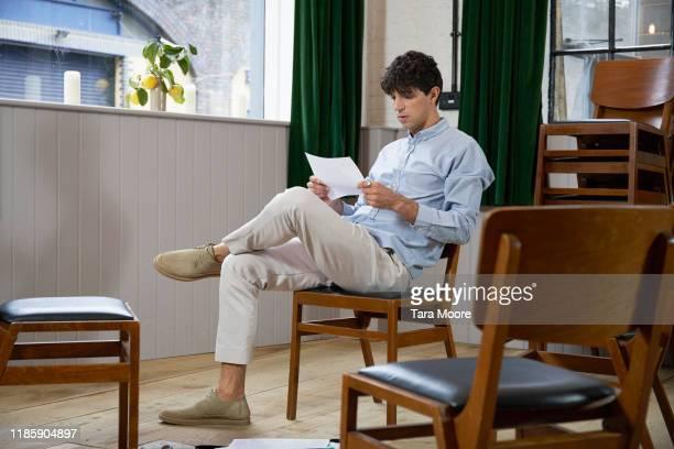 man rehearsing for speech - un solo hombre joven fotografías e imágenes de stock