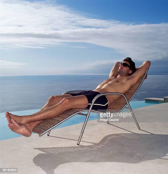 man relaxing by the pool - homem moreno imagens e fotografias de stock