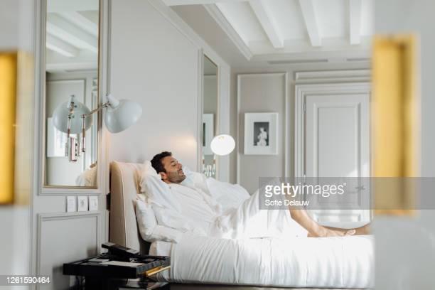 man relaxing in suite - florence douillet photos et images de collection