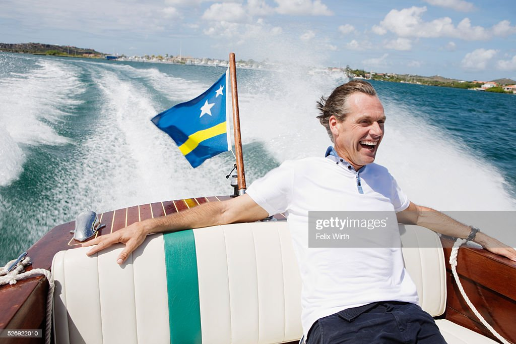 Man relaxing on speedboat : Bildbanksbilder