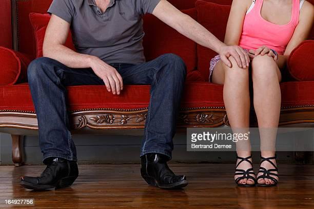 man resting hand on girl knee - ongewenste intimiteit stockfoto's en -beelden