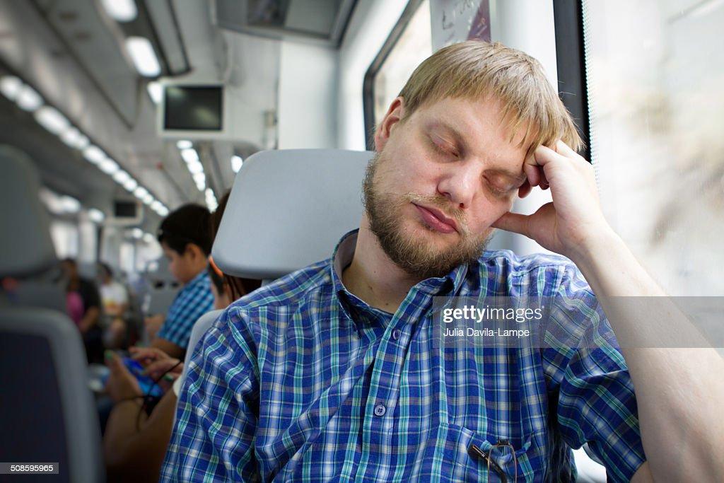 Man resting on a train : Foto de stock