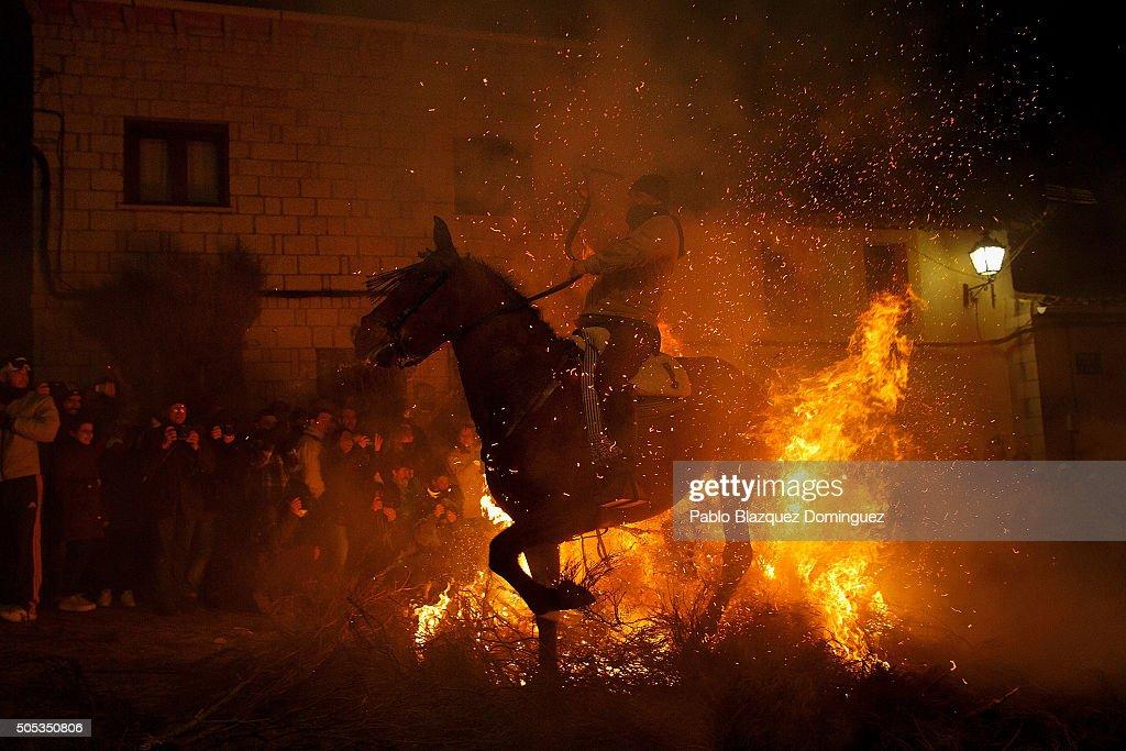 Las Luminarias De San Anton Festival : News Photo