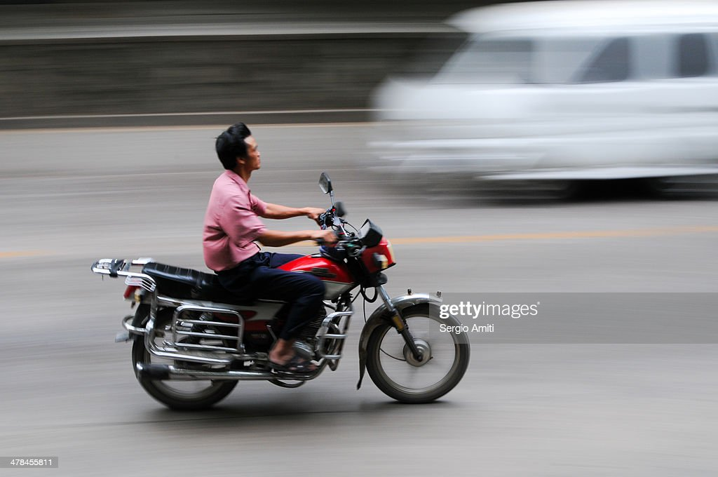 zooming past : News Photo