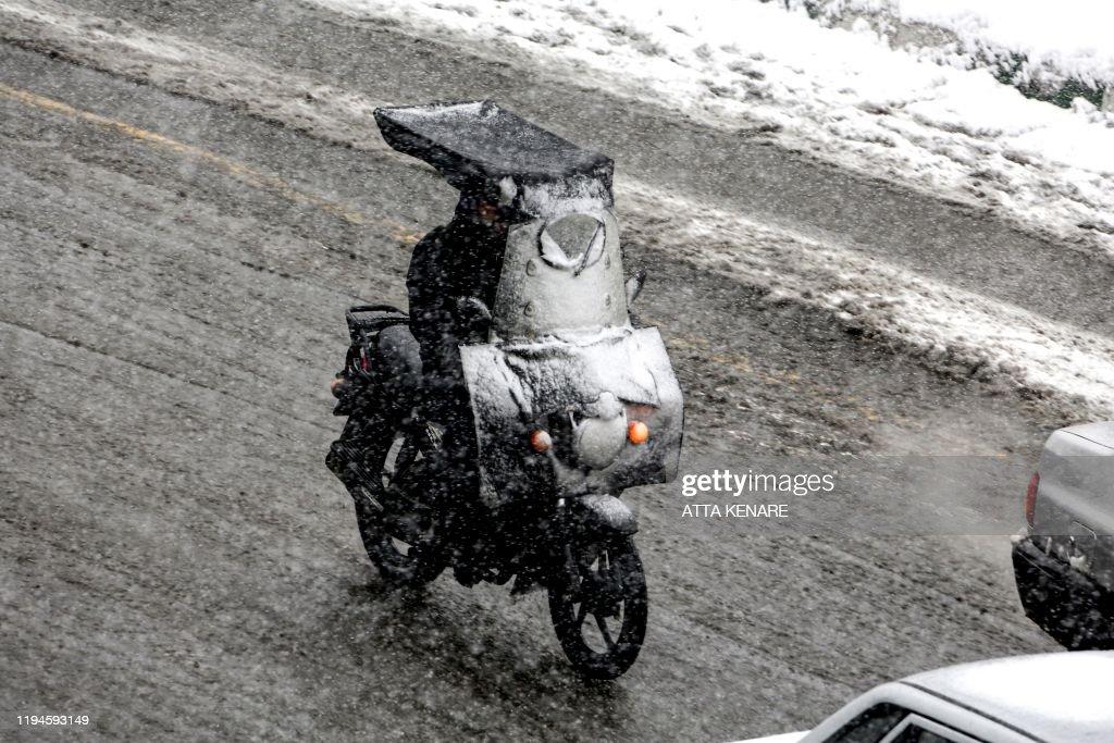 IRAN-WEATHER-SNOW : News Photo