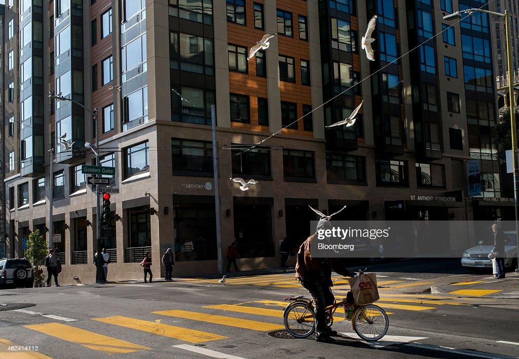 San Francisco's Tenderloin Resists New Money Invasion : News Photo