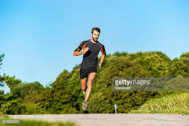 man running on rural path - jogging imagens e fotografias de stock