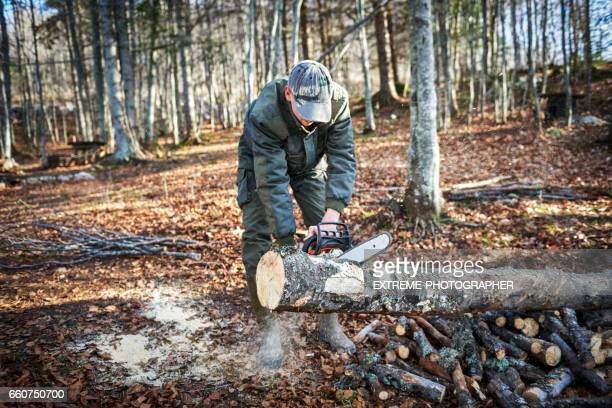 Mann Sägen Holz