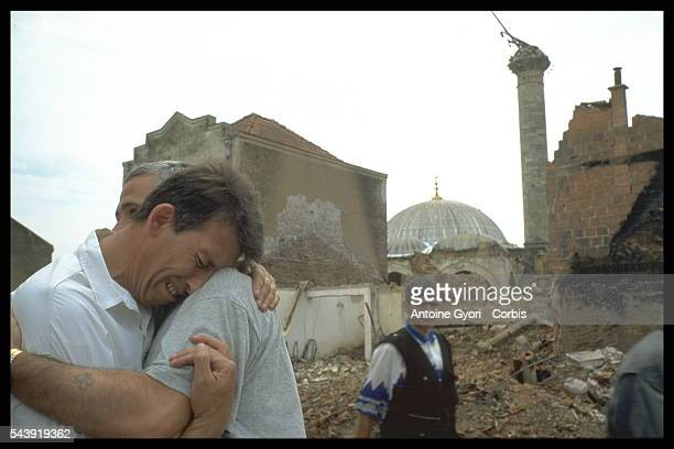 A man seeks comfort from a friend upon returning to his home in Kosovo and finding that his town was destroyed during the Yugoslavian Civil War In...