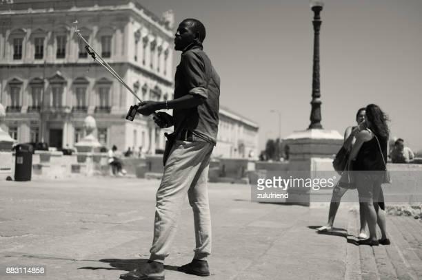 リスボンの棒人間販売 selfie - バイシャ ストックフォトと画像