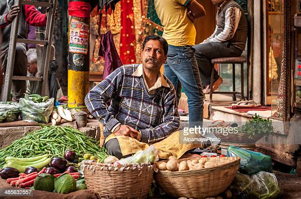 man selling vegetables at the old delhi spice market - old delhi stock pictures, royalty-free photos & images