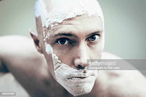 man shaving - helemaal kaal stockfoto's en -beelden