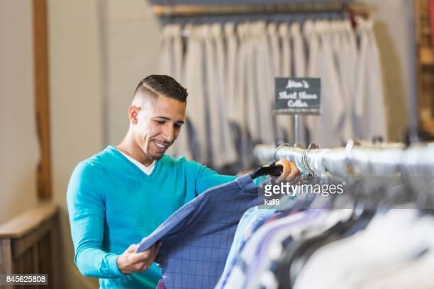 Shopping für Kleidung Mann