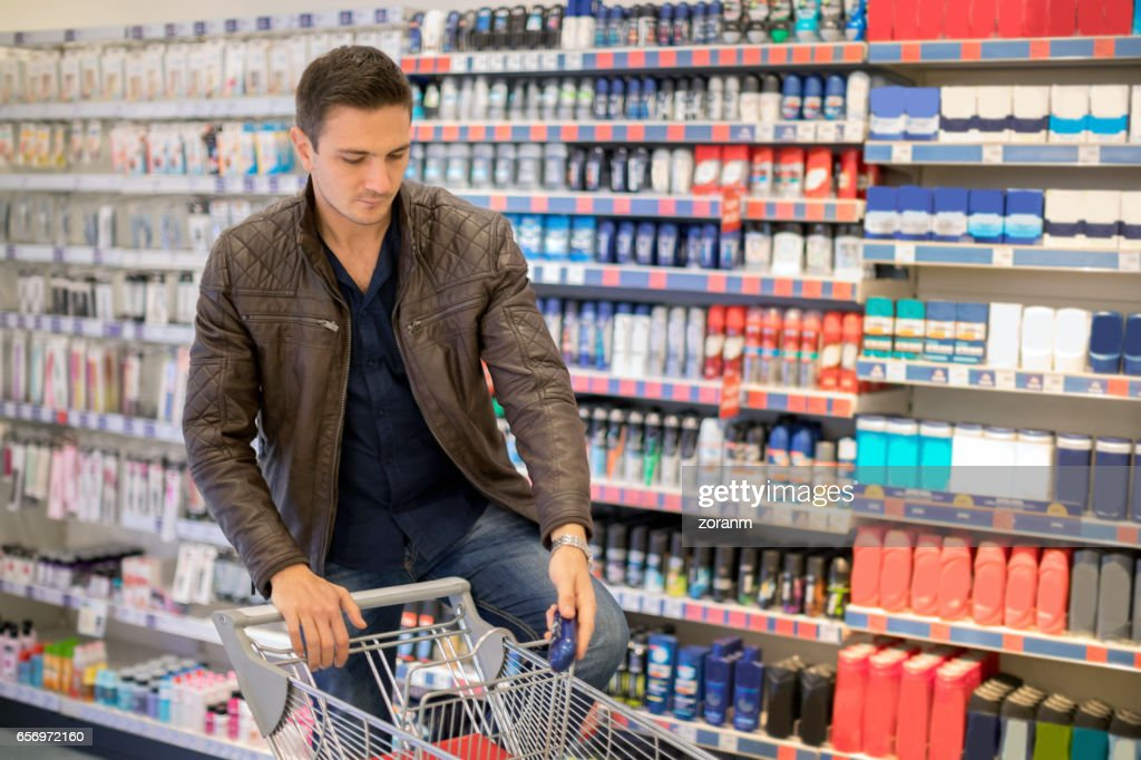 Man shopping for hygiene products : Stock Photo