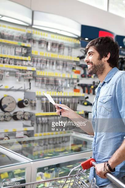 Hombre comercial tienda de hardware