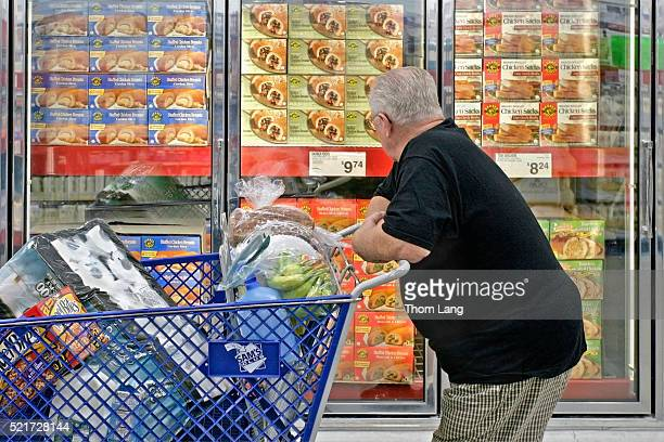 man shopping in sam's club membership warehouse store - sam's club stock pictures, royalty-free photos & images