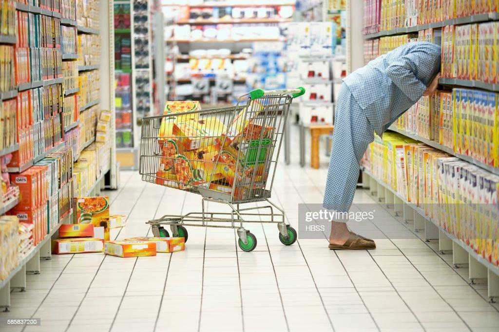 Man shopping : Stock Photo