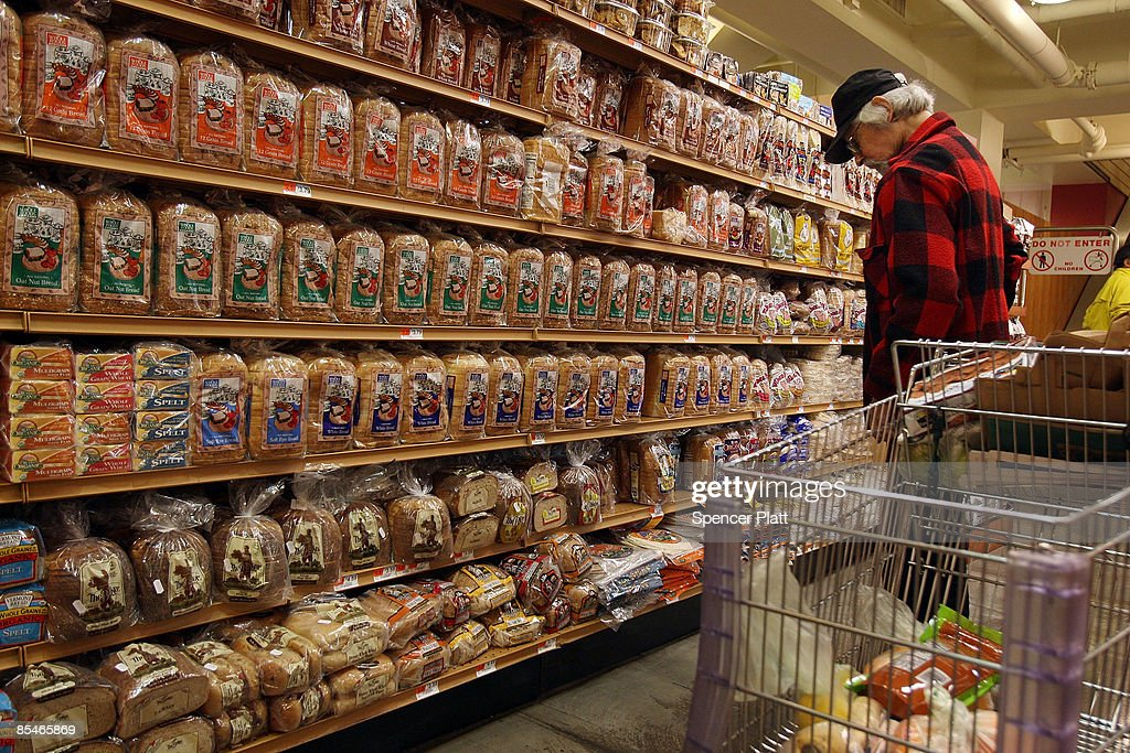 A man shops a t Manhattan grocery store March 17, 2009 in