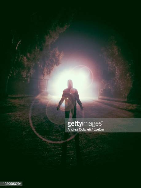 man silhouette mistery mystery mysterious dark darkness and light - mistery foto e immagini stock