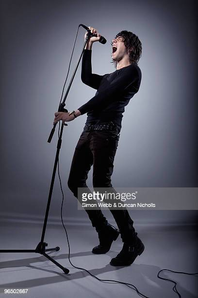 man singing - singer stock pictures, royalty-free photos & images