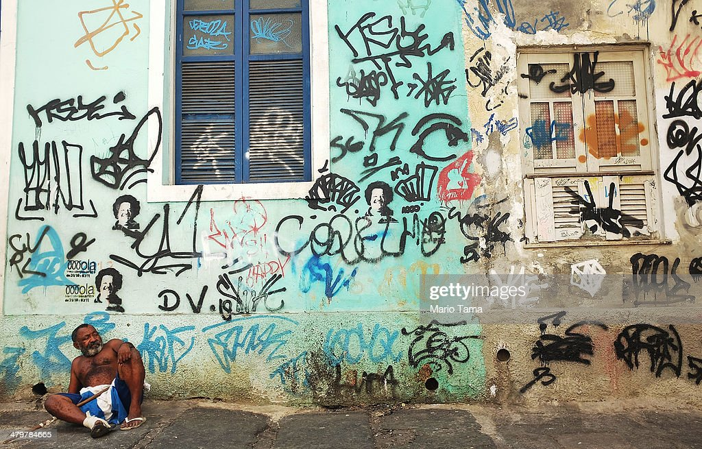 New Law Signed By Rio's Mayor Makes Graffiti Legal In Designated Public Spaces : News Photo