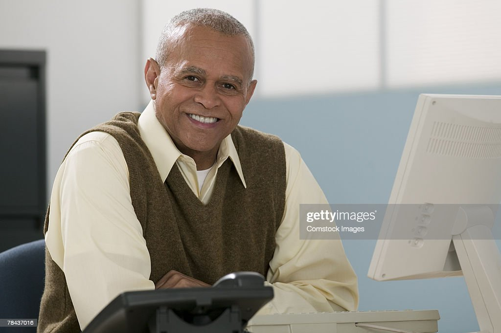 Man sitting at desk : Stockfoto