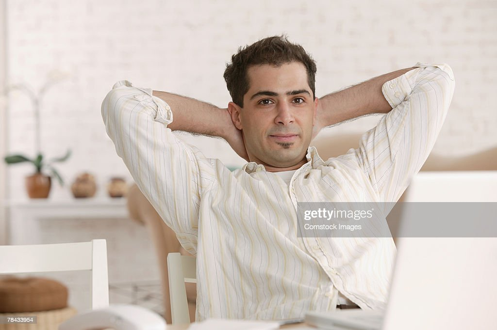 Man sitting at home relaxing : Stockfoto
