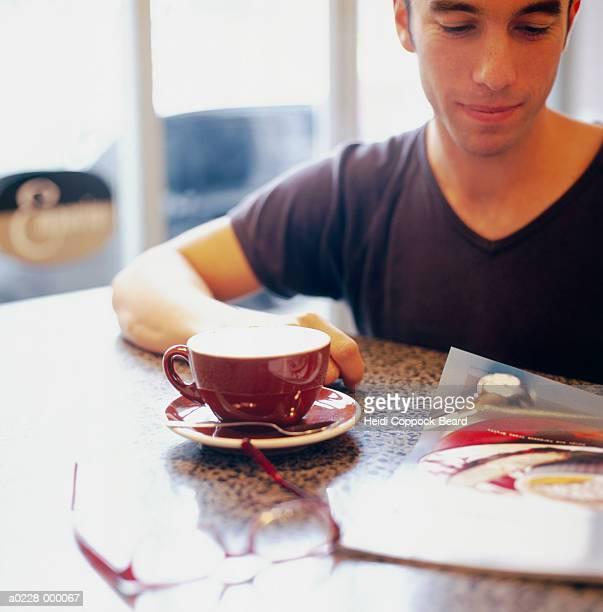 man sitting in cafe - heidi coppock beard imagens e fotografias de stock