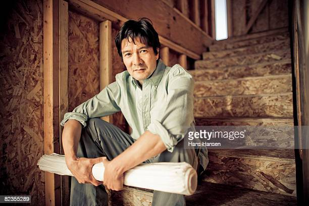 man sitting on steps at construction site - rolled up sleeves stock pictures, royalty-free photos & images