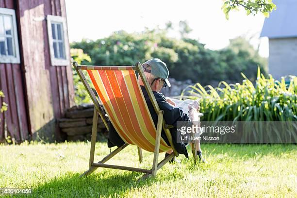 man sitting on sun chair, oland, sweden - エーランド ストックフォトと画像