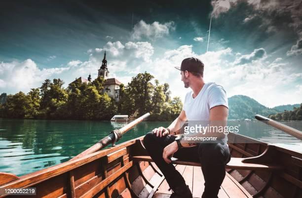 man sitter på båten i bled - bledsjön bildbanksfoton och bilder