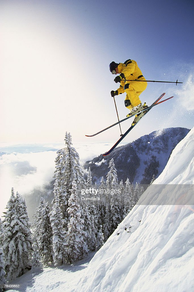 Man skiing deep powder in British Columbia , Canada : Stockfoto