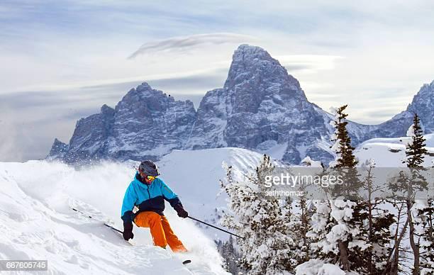 man skiing, grand targhee, teton, wyoming, america, usa - ティトン山脈 ストックフォトと画像