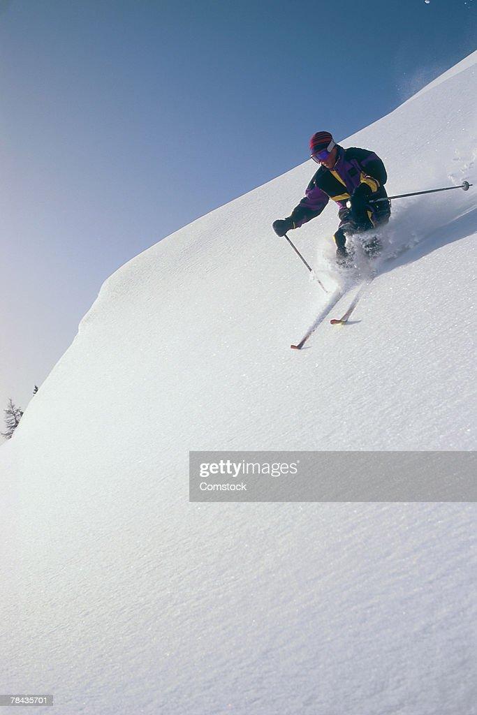 Man skiing in Alberta , Canada : Stockfoto