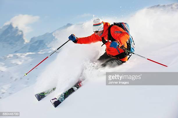 Man skiing offpist