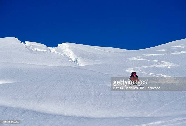 man skiing on slope - dan sherwood photography stock pictures, royalty-free photos & images