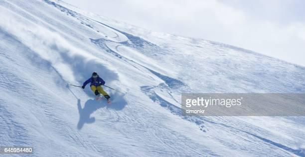 mann alpin - schneebedeckt stock-fotos und bilder