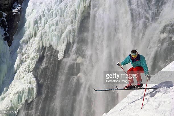 man skiing - chute ski photos et images de collection