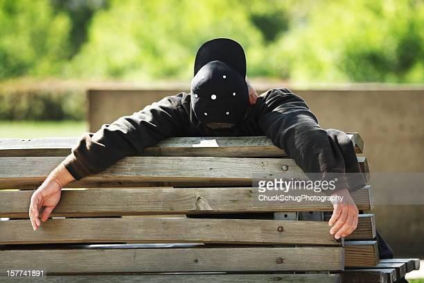 Mann Schlafen Park Bench