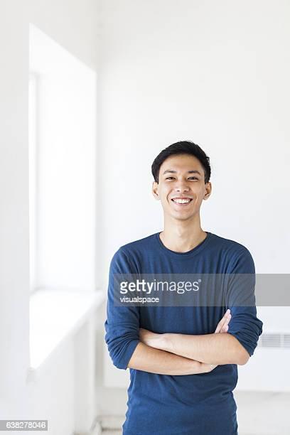 homem sorridente - da cintura para cima - fotografias e filmes do acervo